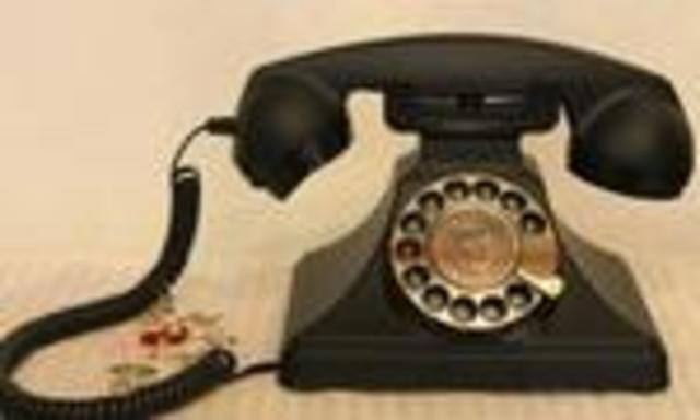 TELEFONO EN MANOS