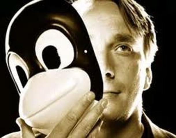 O finlandês Linus Torvald cria o sistema operacional Linux