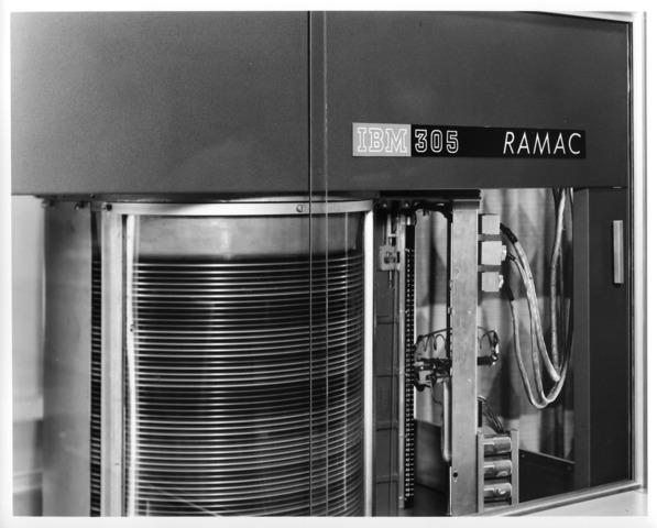 IBM desarrolla RAMAC