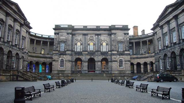 Charles Darwin comienza sus estudios en la universidad de Edimburgo.
