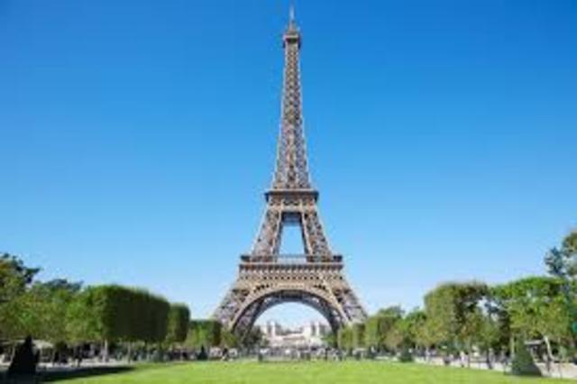 1.889: Torre Eiffel