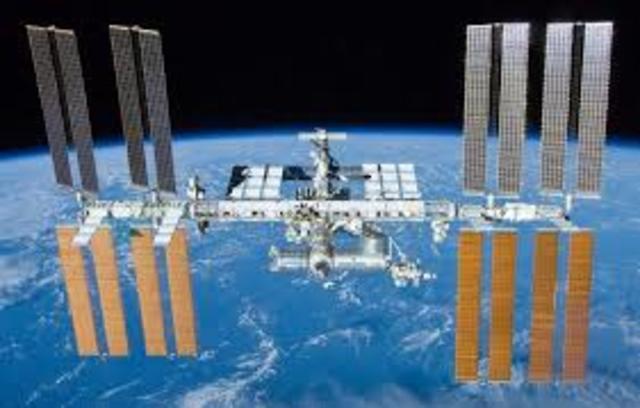 1998: Estacion Espacial Internacional (ISS)