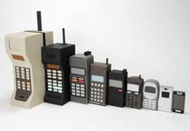 Publico probando celulares
