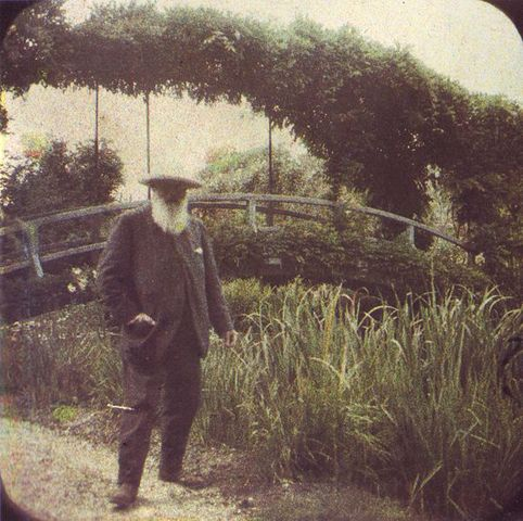 Claude Monet moves to Giverny