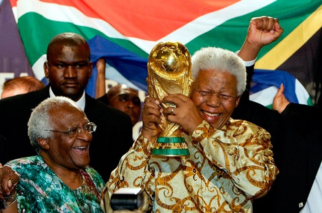Appears at the closing ceremony of the 2010 World Cup in Johannesburg. It is his last public appearance. Sitting in a golf cart with his wife Graca Machel, Mandela shows a wide smile while receiving a thunderous ovation from the crowd.