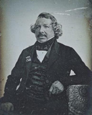 1835 Jacques Daguerre