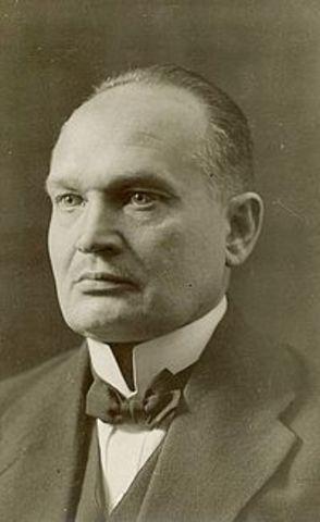 Päts Sai Eesti Presidendiks.