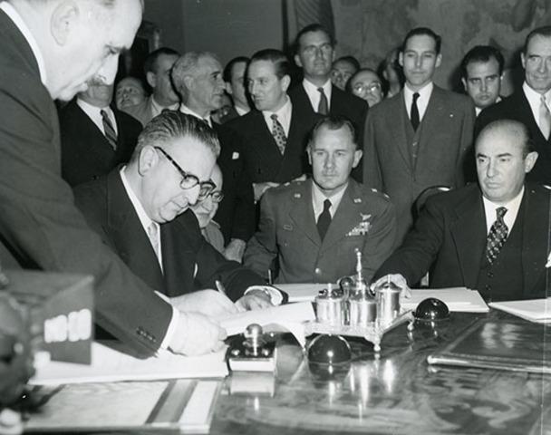 Acuerdos económicos y militares con los EE. UU