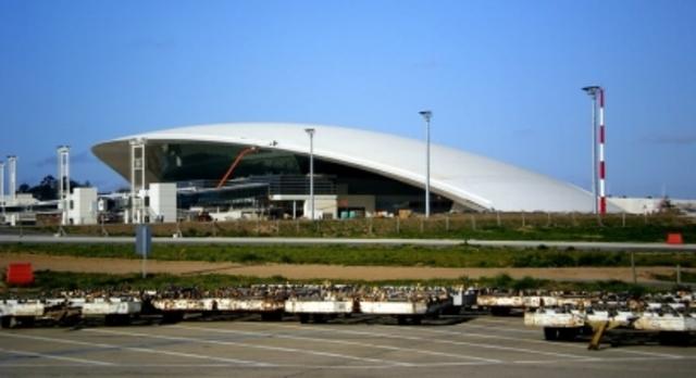 El aeropuerto*