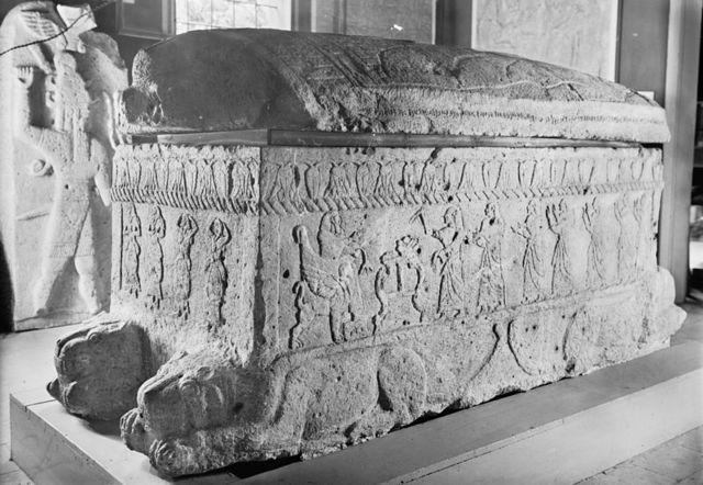 Саркофаг царя Ахирама