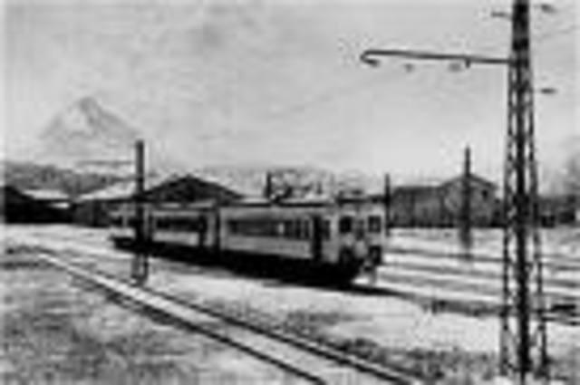 se inaugura la primera linea de ferrocarril