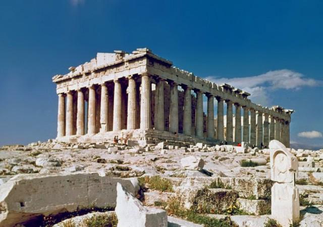 Primeras construcciones en la Acrópolis de Atenas.