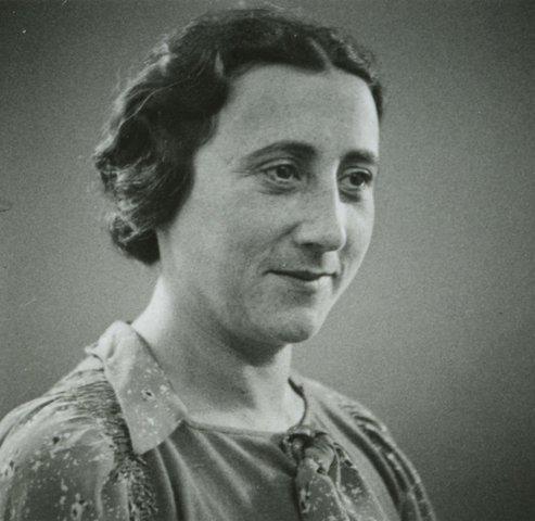 Edith Frank dies of starvation in Auschwitz