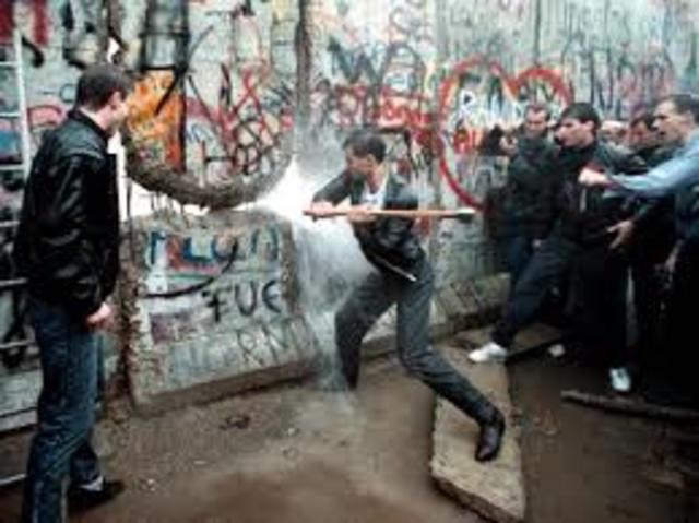 CAIGUDA DEL MUR DE BERLIN: 1989