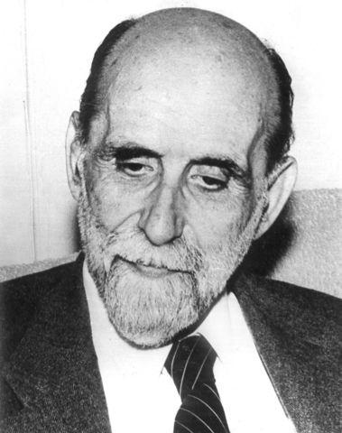 "Juan Ramón Jimenez publica ""Elejías puras"""