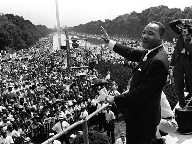 """Martin Luther King en Memorial Park, Washington. Recitó el discurso """"I have a Dream"""" sobre la igualdad de derechos de los negros"""