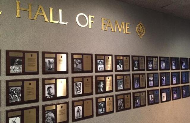 """Muere J. Naishmith y como tributo a su persona se inaugura el """"Hall Of. fame"""""""