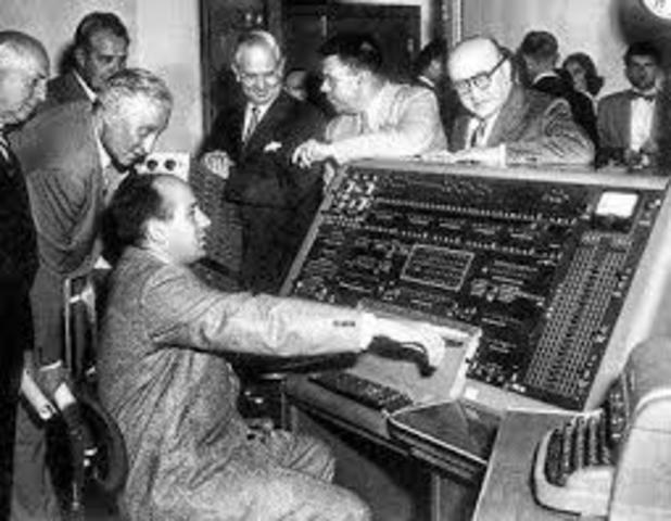 CREACION DE LA PRIMERA COMPUTADORA