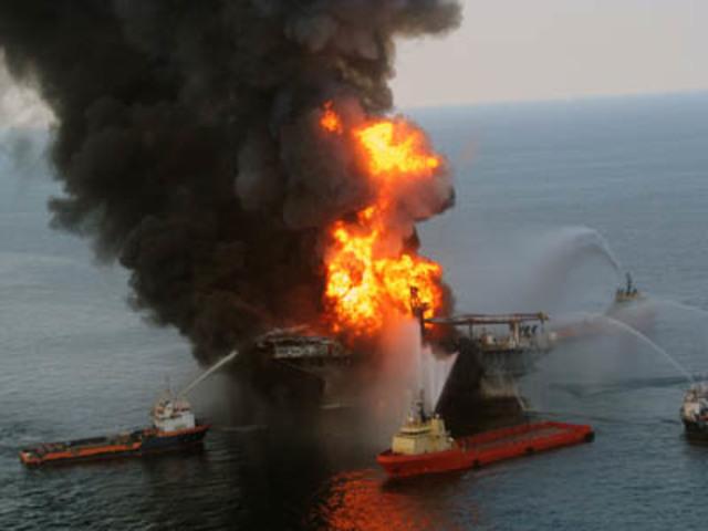 Deepwater Horizon explota en el Golfo de México.