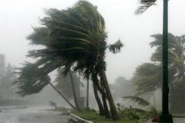 El huracán Wilma toca tierra en México