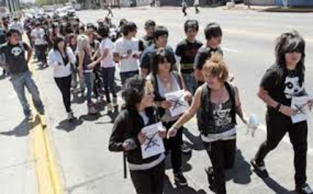 Inicia en la ciudad de Querétaro una serie de actos violentos contra la tribu urbana denominada Emo