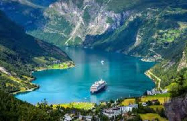 Na Noruega, é criada a primeira legislação para escolas por correspondência.