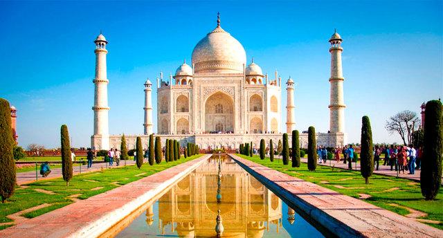 Na Índia, é realizada a implantação da Universidade Nacional Aberta Indira Gandhi.