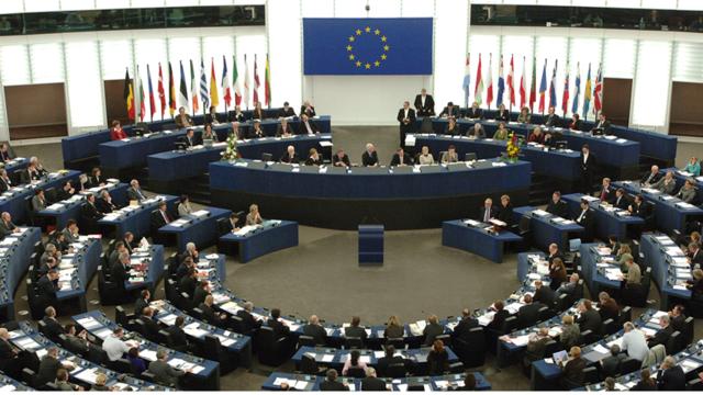 É divulgada a resolução do Parlamento Europeu sobre Universidades Abertas na Comunidade Europeia.
