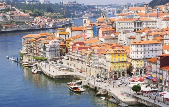 Em Portugal, é criada a Fundação da Universidade Aberta.