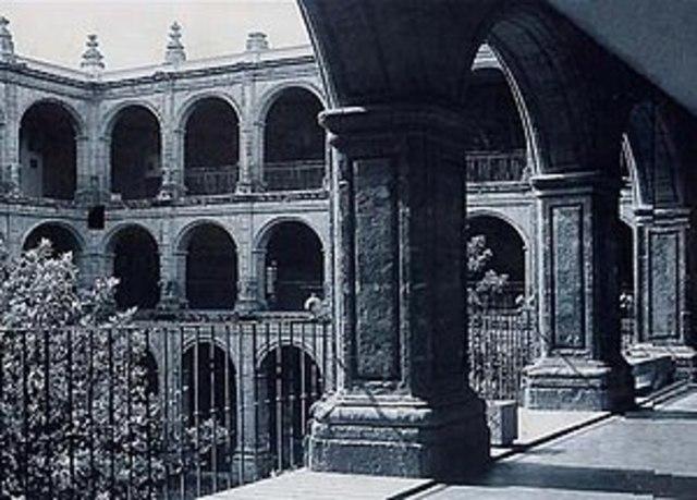 Facultades de Cánones y leyes de la Real y Pontifica Uinversidad de México.