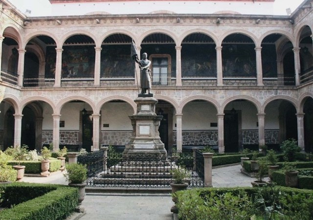 Colegio de San Nicólas de Hidalgo.