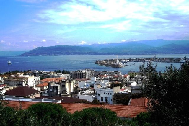 Messina, Sicily Shuts its Port Down