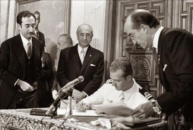 Juan Carlos, sucesor a título de rey