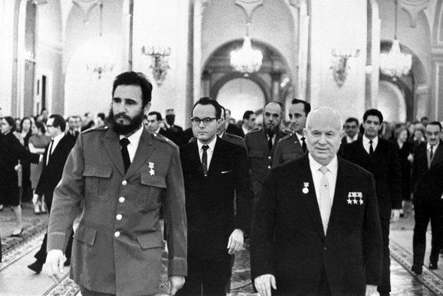 Crisis de los misiles en Cuba:Unión de Cuba al bloque Sovietico