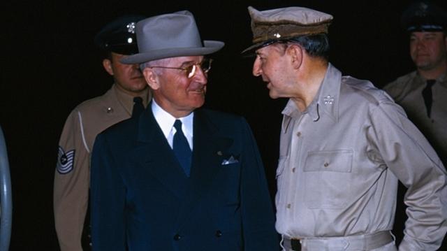 Truman Vs McArthur