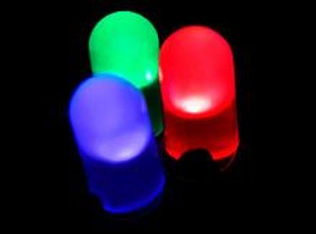 Led ( LED: Light-Emitting Diode: 'diodo emisor de luz'