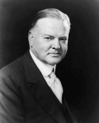 Herbert Hoover wins election