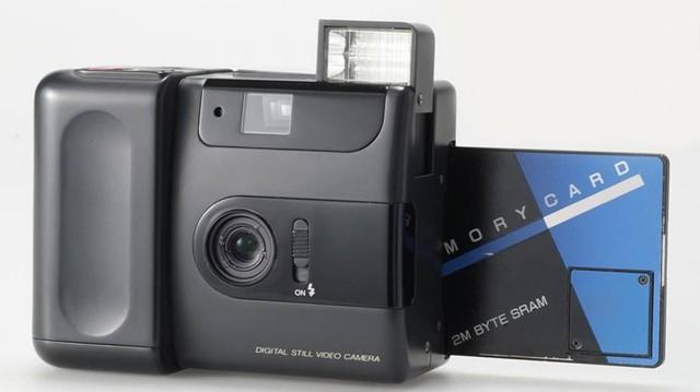 Fuji Fujix DS-1P, con tarjeta de memoria