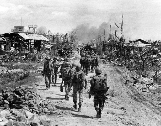 GUERRA DE VIETNAM - EEUU envia ayuda militar a Francia