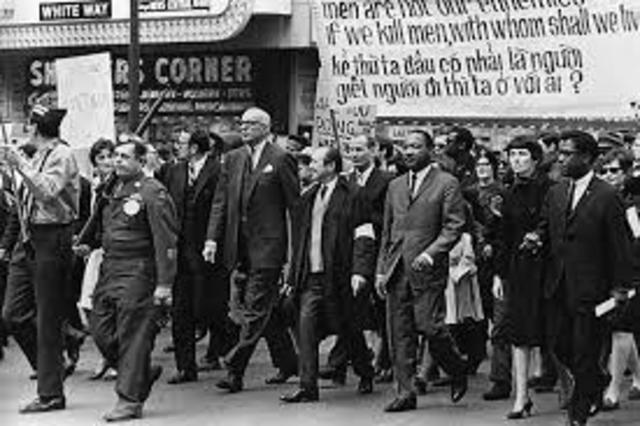 King leads demonstrations in Chicago