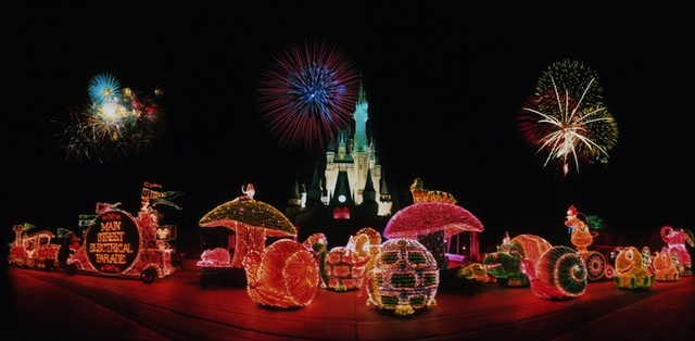 Disney Debuts its 1st Nighttime Parade