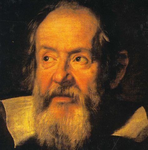 Galileo Galilei. Enuncio la ley del isocronismo de las oscilaciones pendulares ya que comprobó que todos los péndulos tardan lo mismo en tiempo en moverse de un lado a otro aunque sus longitudes sean distintas.
