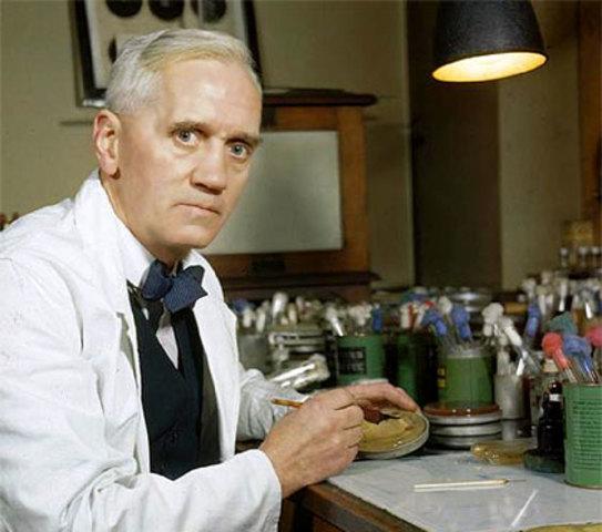 Alexander Fleming descubre la penicilina. Esto permite elevar el promedio y la calidad de vida.