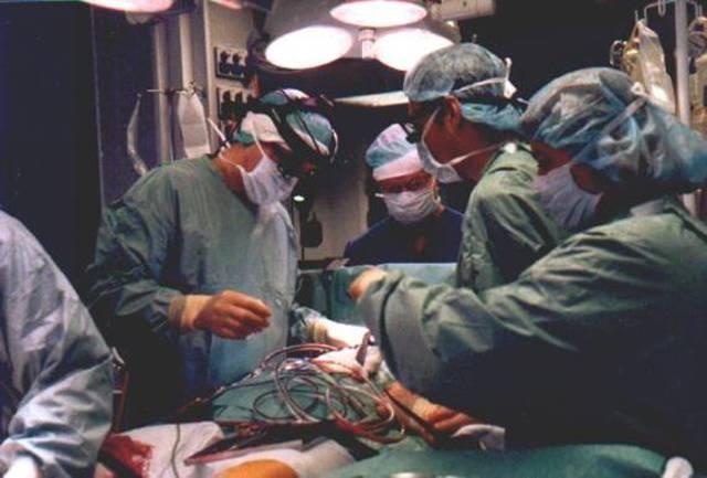 Se realiza la primera operación de trasplante del corazón por el equipo médico que lideraba el Dr. James Hardy.