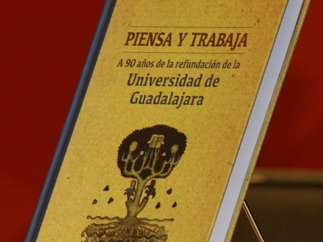 """Se eligió el lema de la Universidad: """"PIENSA Y TRABAJA"""""""