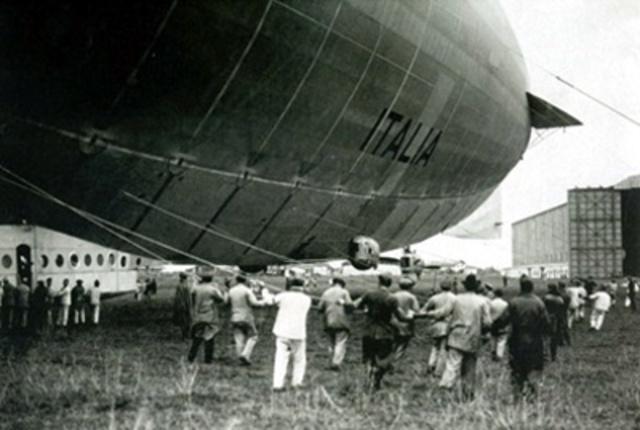 Primer globo dirigible capaz de transportar personas. (Montgolfier)