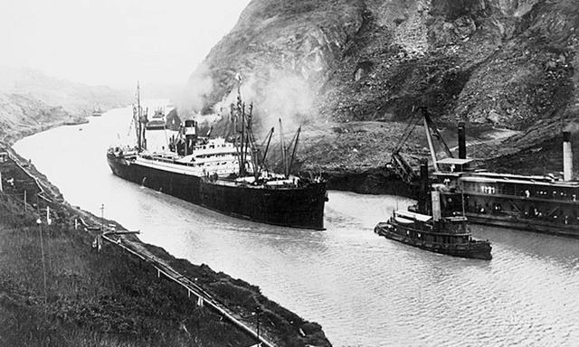 Francia construye el Canal de Suez.