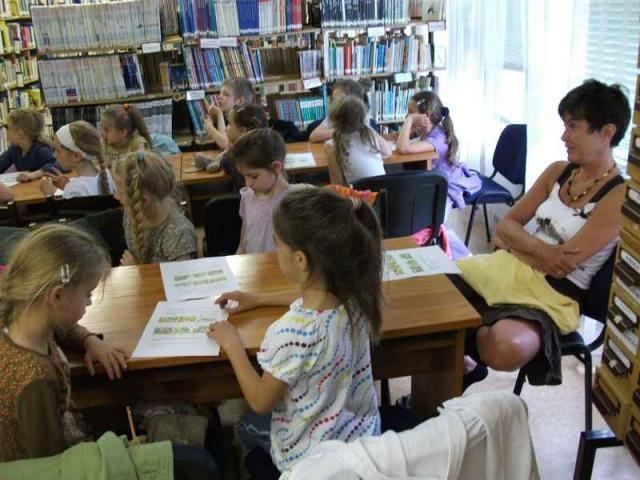 Gyermekkönyvtára, klubhelysége, galériája nyílt.