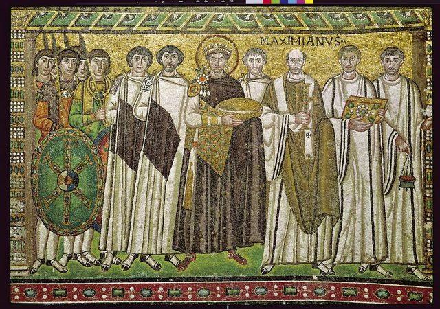 L'empereur Justinien tenta de reconstituer l'Empire romain environ quatre-vingts ans après sa dissolution.