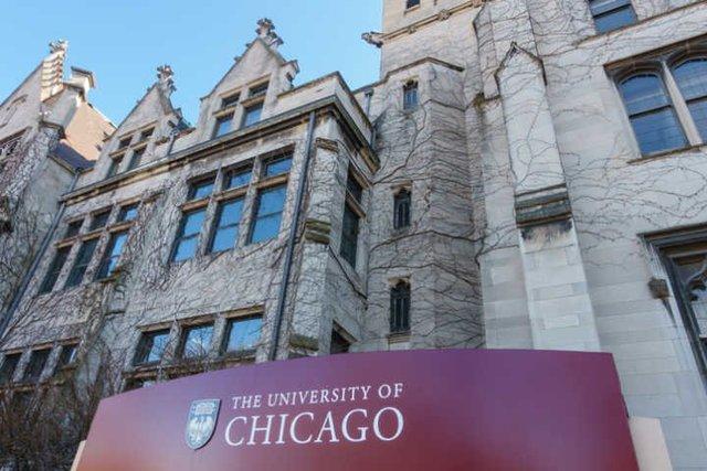 Criação da Divisão de Ensino por Correspondência em Chicago
